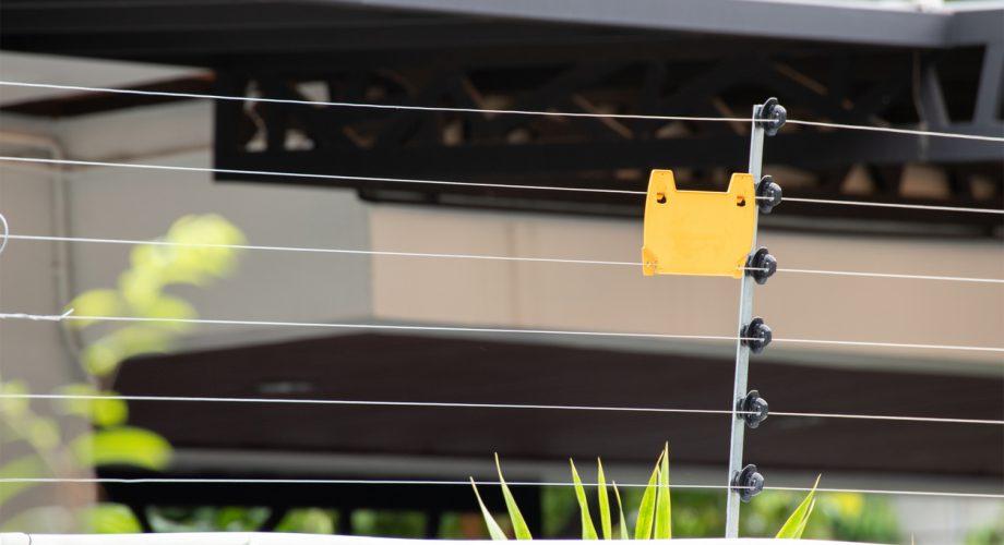 Controle de acesso condominial com cerca elétrica