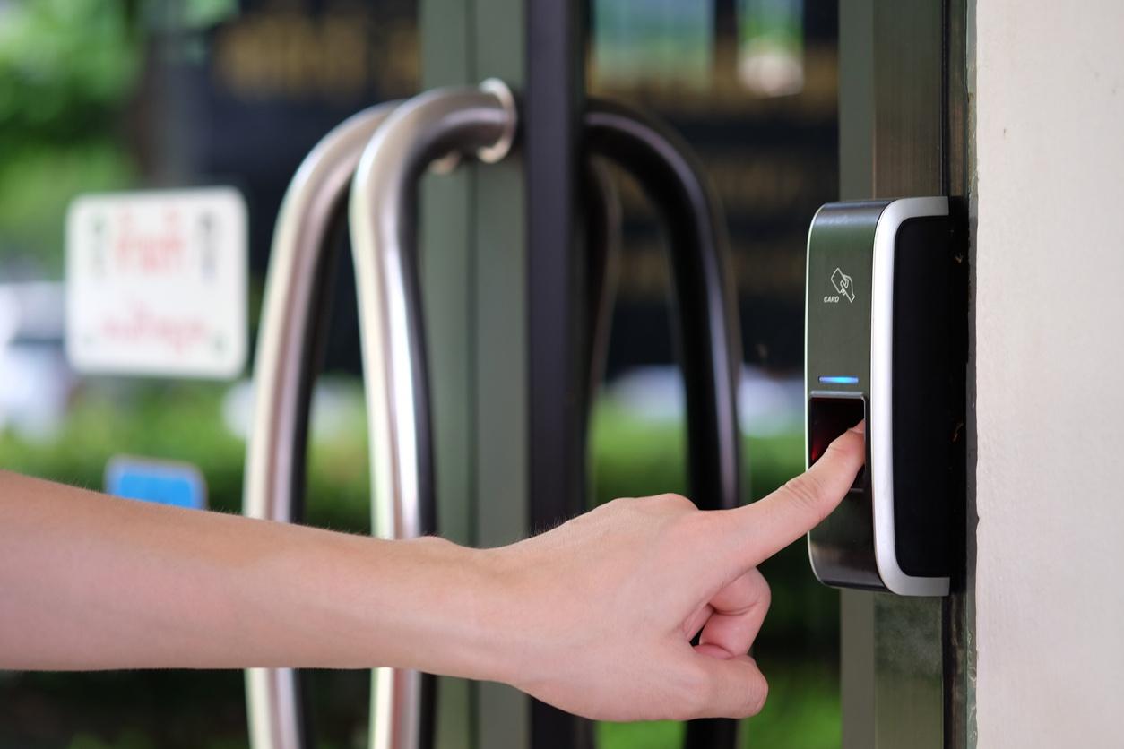 Controle de acesso condominial com biometria